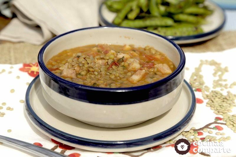 Lentejas con tocino, tomate y cilantro