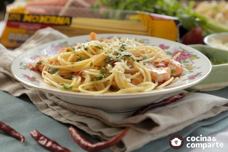 Spaghetti arrabiata con camarones