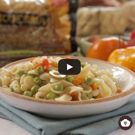 Pasta fría de moños con verduras