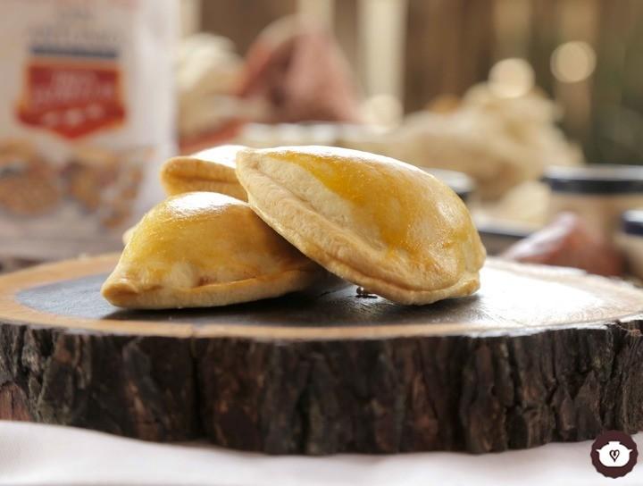 Empanadas de chorizo, queso y frijoles