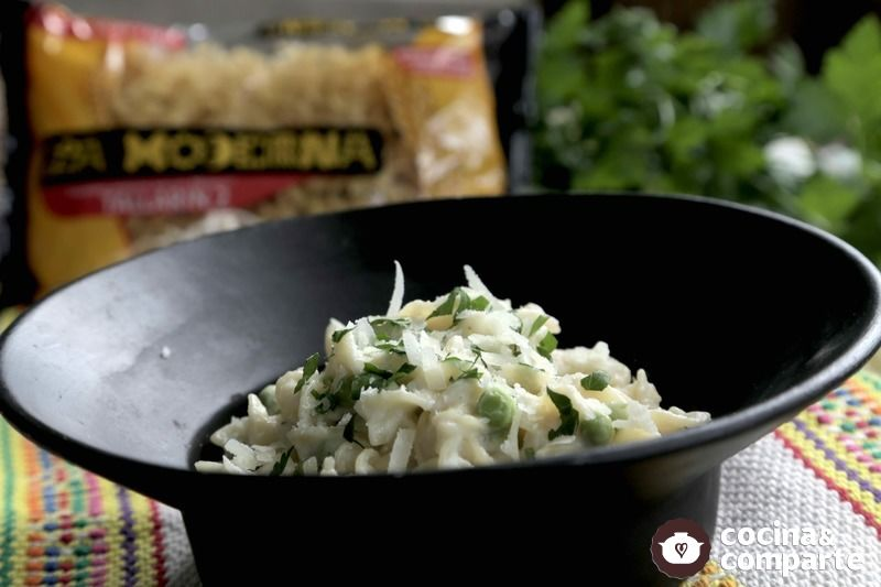 Tallarines con salsa Alfredo de coliflor