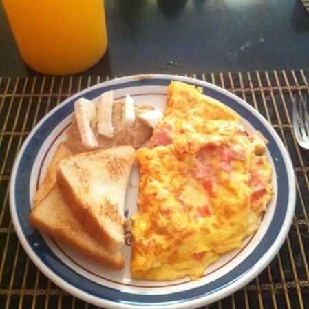 Omelette de jamón con verduras
