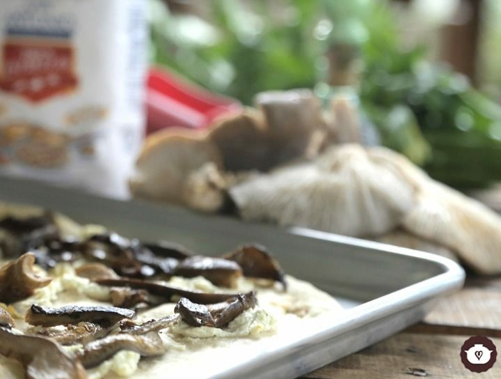 Flat bread con setas rostizadas y queso de cabra