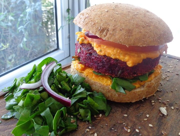 Hamburguesa Vegetariana con mayonesa de Zanahoria