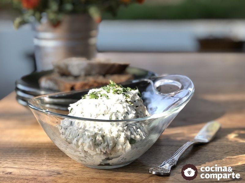 Dip de queso de cabra con hierbas