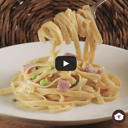 Fetuccini con chícharos y jamón