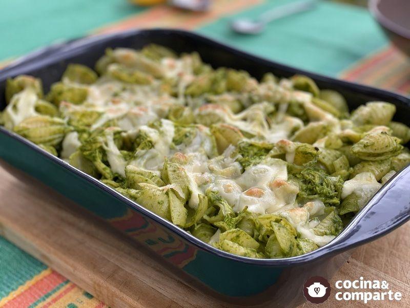 Pasta con pollo y salsa verde
