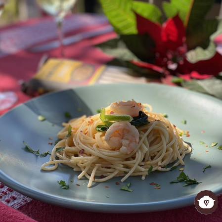 Spaghetti con camarones y chipotle