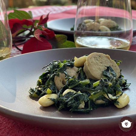 Ensalada de kale con salchicha y almendras