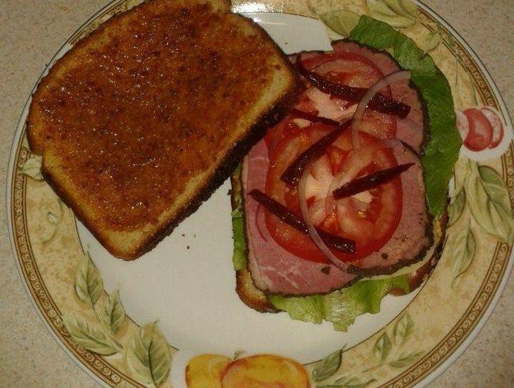 Sandwich de Corned Beef y Mermelada de Tocino