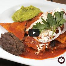 Chilaquiles en salsa guajillo