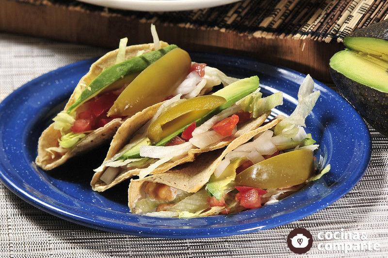 Tacos dorados de habas