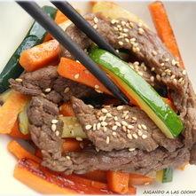 Ternera con verduras y salsa oriental