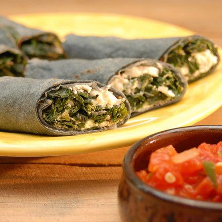 Tacos de quelites y hongos de Oaxaca con requesón