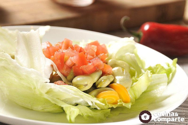 Ensalada de habas y verduras en escabeche
