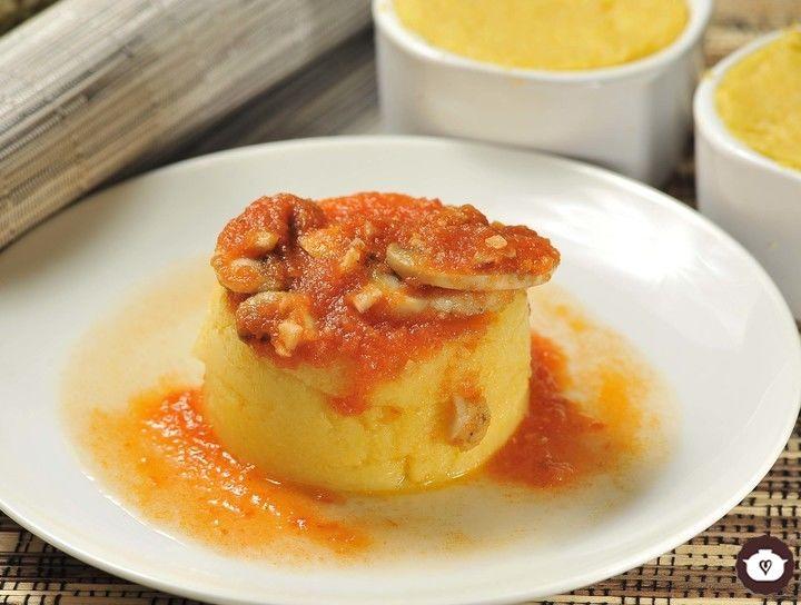 Polenta con salsa de champiñones