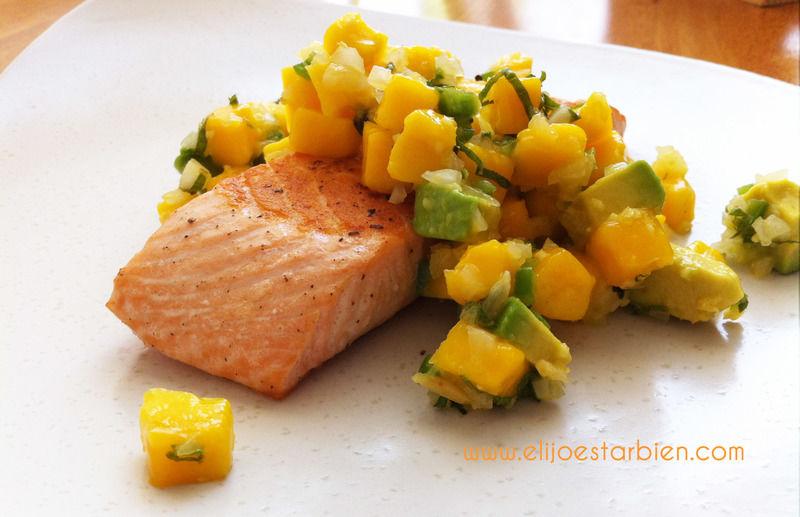 Salmón con salsa de mango y hierbabuena