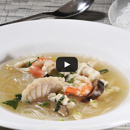 Sopa de mariscos a la Oriental