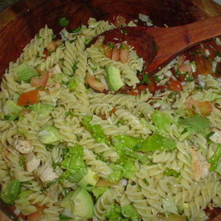 Ensalda de pasta con verduras y pollo asado