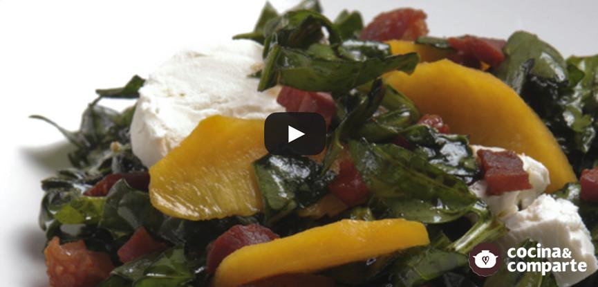 Ensalada de espinacas con queso y nuez