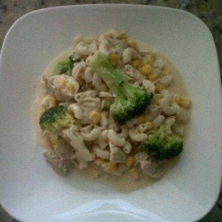 Pollo en pasta con crema de apio y brocoli