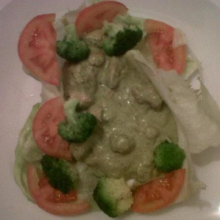 Pollo con champiñones en salsa de cilantro