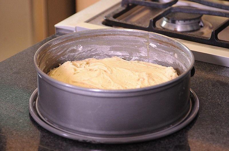 Precalentar el horno a 400°F (200 ° C), hornear a la misma temperatura durante 45 minutos, o hasta que al introducir un palillo salga limpio.