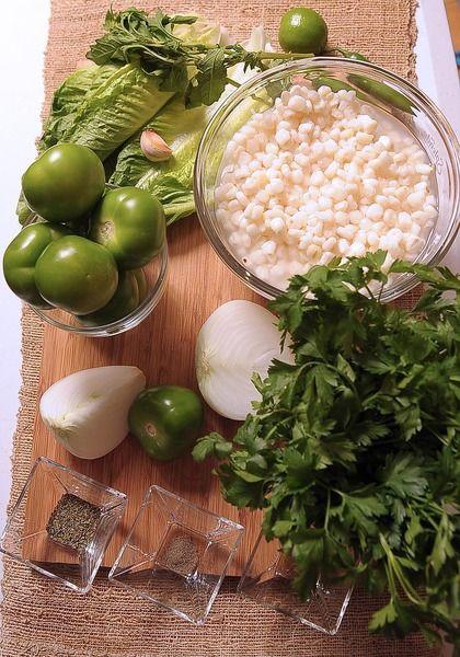 Ingredientes para acompañar: 7 piezas de rábano 1 pieza de aguacate 7 piezas de hojas de lechuga 1 pieza de limón 1/2 pieza de cebolla blanca