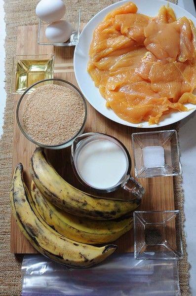 Ingredientes para toda la receta 1 pieza de bolsa de plástico 4 piezas de milanesa de pollo 3 piezas de plátano macho 1 taza de leche de vaca aceite de canola al gusto 2 tazas de pan molido 2 piezas de huevo pimienta negra molida al gusto sal al gusto