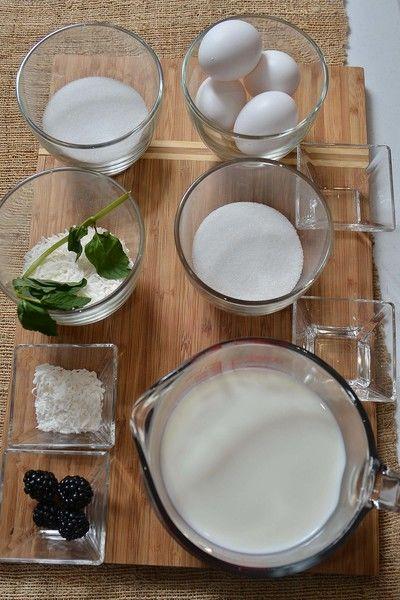 Ingredientes para decorar 1 rama de hierbabuena fresca 4 piezas de zarzamora 4 cucharadas de coco rallado Ingredientes para caramelo 1/2 taza de azúcar blanca 2 cucharadas de agua Ingredientes para flan 1/2 taza de coco rallado 1 cucharita de esencia de coco Nuevo 2/3 taza de azúcar blanca 5 piezas de huevo 3 tazas de leche de vaca