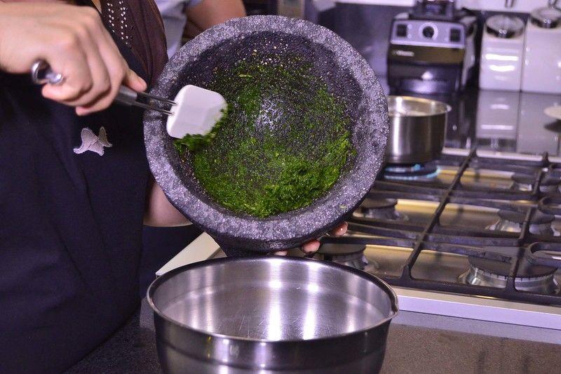 Agregar la mezcla molida en un tazón.