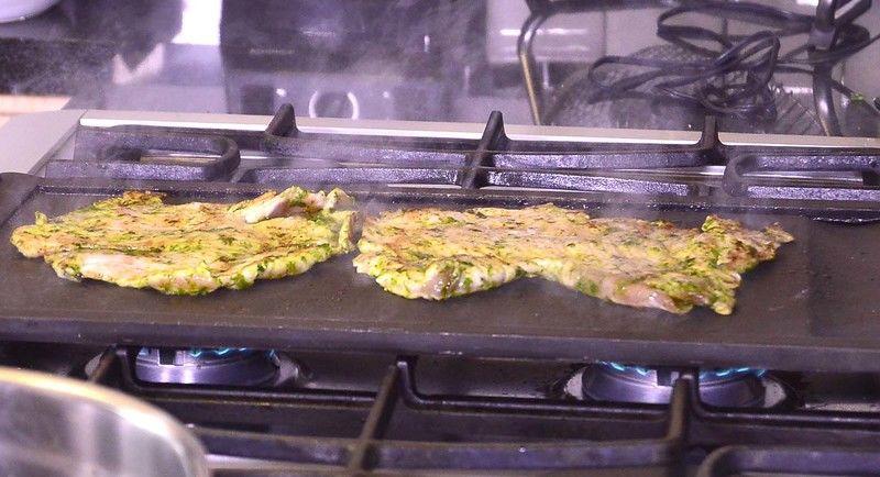 Calentar el comal, hasta que este bien caliente,agregar las milanesas y cocer unos minutos por cada lado, o hasta que estén cocidas.