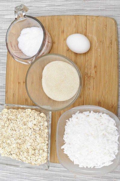 Ingredientes para receta 1/2 taza de aceite de coco 1/2 taza de azúcar morena 1 pieza de huevo 2 tazas de avena 1 1/2 tazas de coco rallado