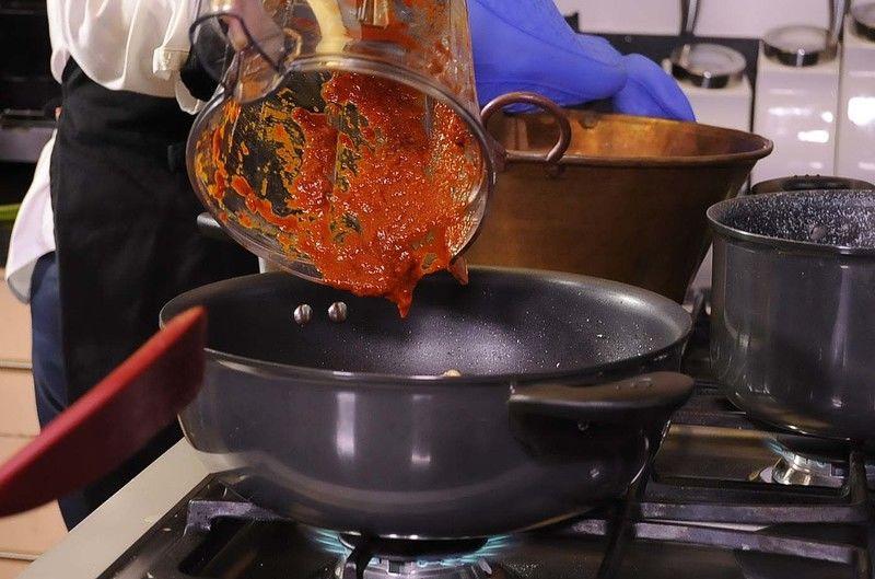 Agregar la salsa molida.