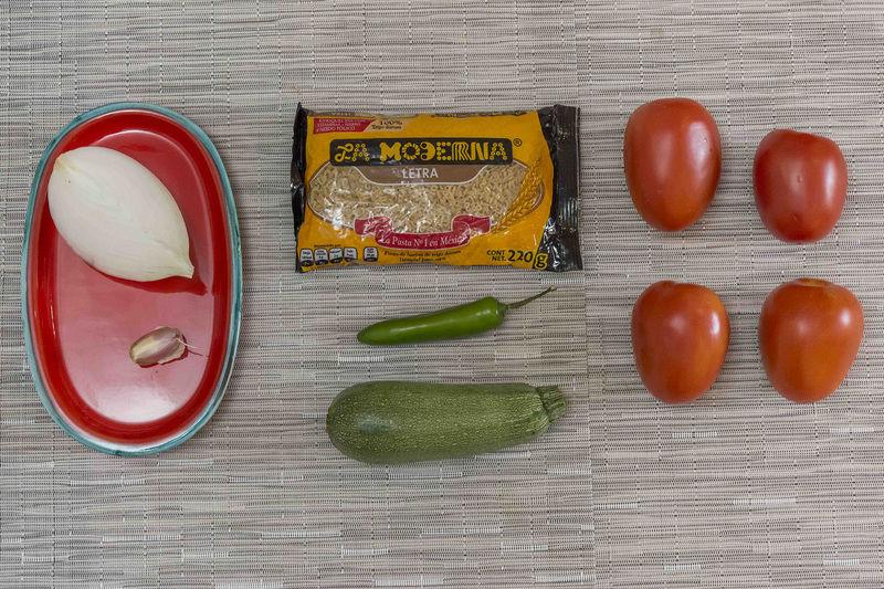 Ingredientes para receta 200 gramos de pasta de letras la moderna Nuevo 4 piezas de jitomate guaje 1 diente de ajo 1 pieza de calabacita 1 pieza de chile serrano 1/4 pieza de cebolla blanca