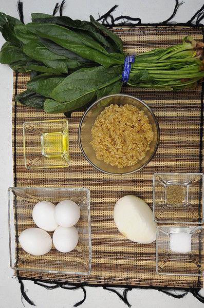 Ingredientes para receta 4 piezas de huevo 1 taza de quinoa cocida 1 manojo de espinaca Help 1/4 pieza de cebolla blanca 1 pizca de sal 1 pizca de pimienta negra molida 1 cucharada de aceite de oliva