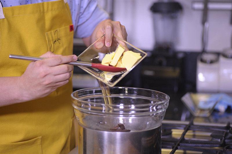 Añadir la mantequilla.
