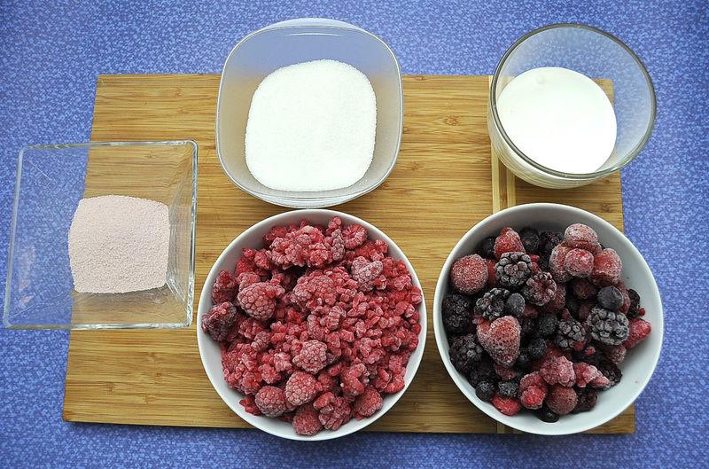 Ingredientes para receta 420 gramos de frutos rojos congelados Nuevo 420 gramos de frambuesas congeladas 250 gramos de crema de leche de vaca 1 sobre de gelatina sabor frambuesa Nuevo 1 taza de azúcar blanca