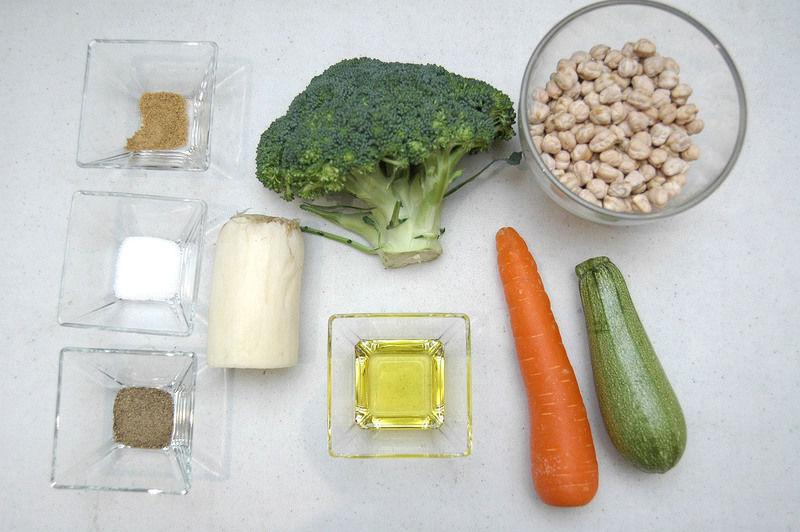 Ingredientes para receta 1 trozo de poro 1/2 pieza de brócoli 1 pieza de calabacita italiana 1 pieza de zanahoria sal al gusto comino al gusto pimienta negra al gusto 2 cucharadas de aceite de oliva 250 gramos de garbanzo