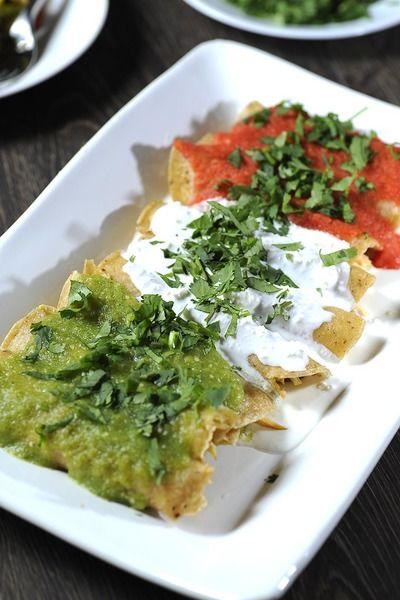 Servir inmediatamente decoradas con cilantro picado.