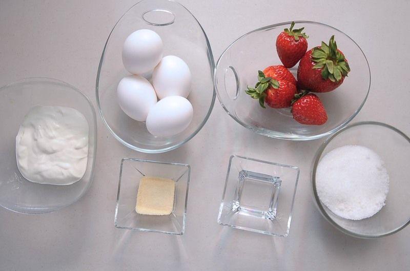 Ingredientes para receta 1/2 taza de azúcar blanca 3 cucharadas de agua 1 cucharada de grenetina natural 3/4 taza de fresas 1/2 taza de crema 140 mililitros (4 piezas) de Claras de Huevo San Juan