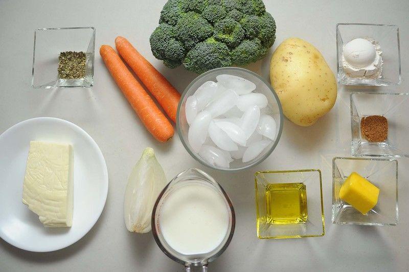 Ingredientes para receta 1 pieza de brócoli 2 piezas de zanahoria 1 pieza de papa blanca orégano seco al gusto 100 gramos de queso fresco hielo al gusto Ingredientes para salsa blanca 3 cucharadas de mantequilla 2 cucharadas de aceite de oliva 1/4 pieza de cebolla blanca 1 taza de leche de vaca 3 cucharadas de harina de trigo 1/2 cucharita de nuez moscada molida sal al gusto pimienta negra molida al gusto