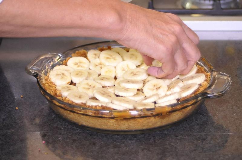 y acomodar el plátano rebanado
