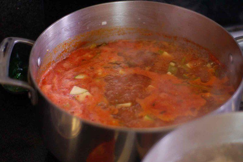 Sazonar con pimienta y sal. Dejar hervir durante 5 minutos.