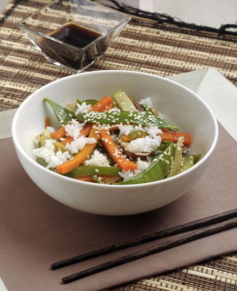 Servir como plato fuerte, espolvoreado con ajonjolí, bañado con salsa de soya y acompañado de arroz al vapor.