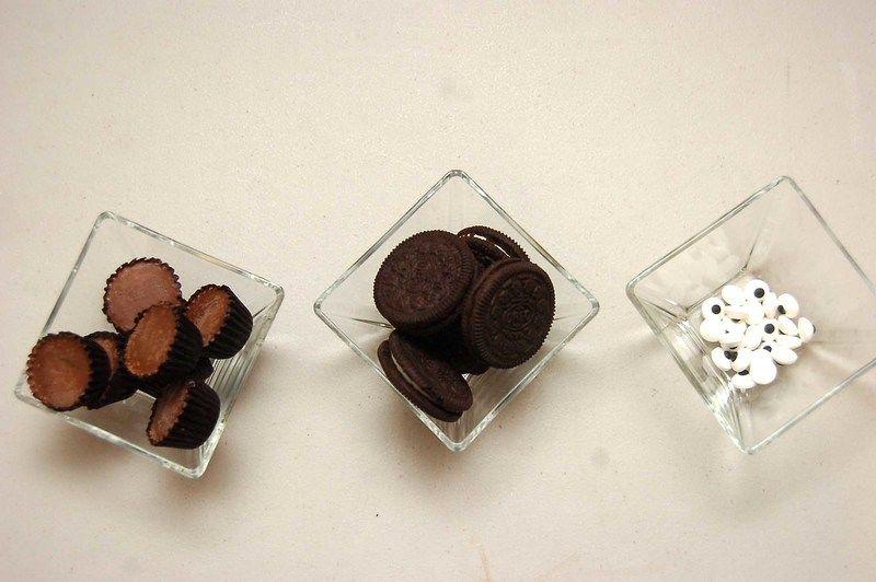 Ingredientes para receta chocolate resess al gusto ojos de dulce al gusto galletas oreo al gusto