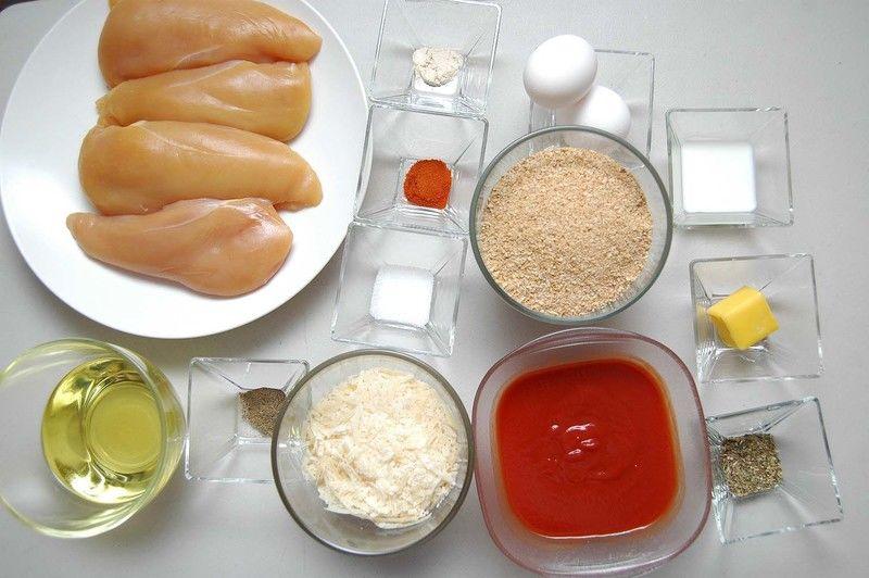 Ingredientes para receta 4 piezas de pechuga de pollo sin hueso sin piel 1/2 taza de harina de arroz tres estrellas 2 cucharadas de mantequilla 2 piezas de huevo 2 cucharadas de leche de vaca 1 cucharita de sal 1/2 cucharita de pimienta negra molida 1/2 cucharita de paprika 1/2 cucharita de ajo en polvo pan molido al gusto 1 taza de puré de tomate 200 gramos de queso parmesano rallado 1 cucharita de orégano seco aceite vegetal comestible al gusto