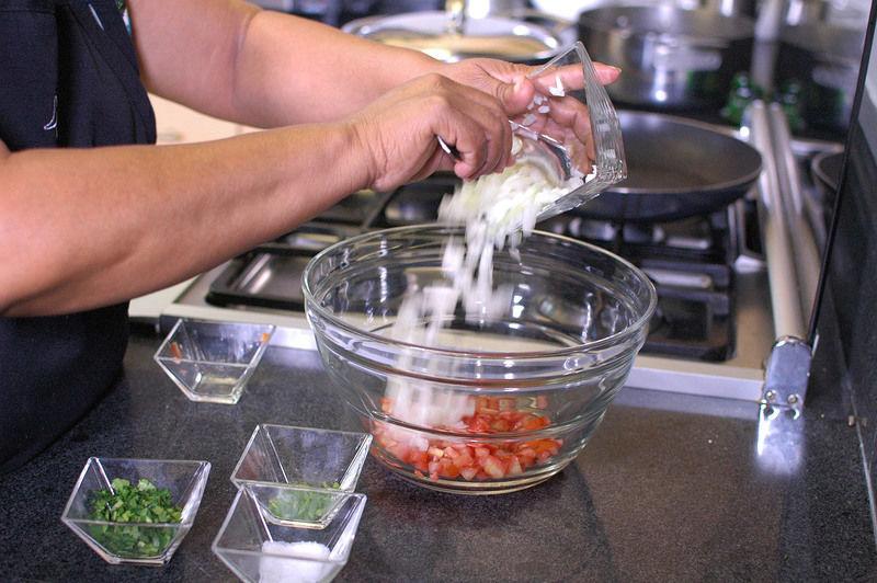 Añadir la cebolla picada.