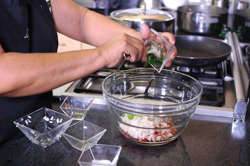 Agregar el cilantro picado.