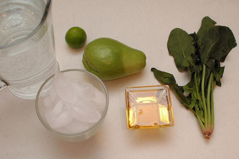 Ingredientes para receta 2 litros de agua 1 pieza de chayote 1 pieza de limón miel de agave al gusto hielo al gusto 5 hojas de espinaca